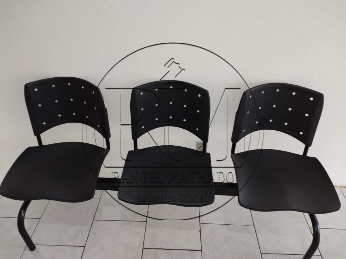 Longarina três cadeiras