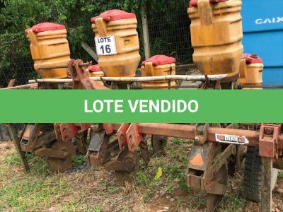 LOTE 016 - Equipamento Agrícola Plantadeira/Adubadeira de três linhas