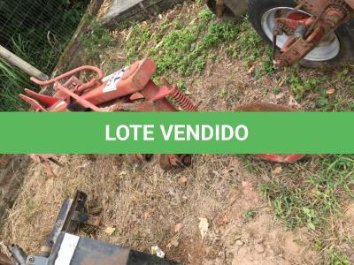 LOTE 017 - Equipamento Agrícola Arado para Trator AR 3x28, reversível, levante hidráulico